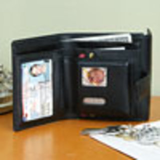 Digital Photo Wallet displays over 50 photos