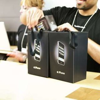 Some German Apple fans get iPhone at midnight