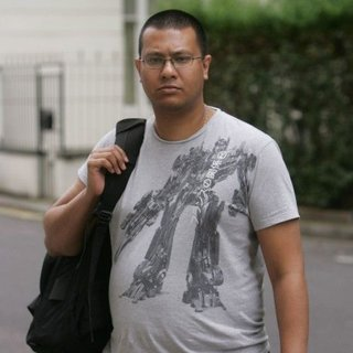 Man stopped at Heathrow for Transformers t-shirt