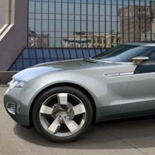 Thousands sign up for GM electric car