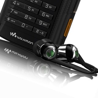 Sony Ericsson PlayNow plus to challenge Nokia Comes With Music