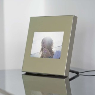 Parrot Specchio digi photo frame launches