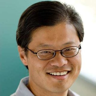 Jerry Yang steps down as Yahoo CEO
