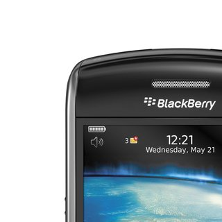 Carphone to offer BlackBerry Curve 8900 in titanium from 16 Dec