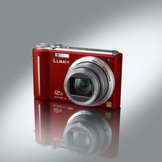 Panasonic offers limited edition red TZ7