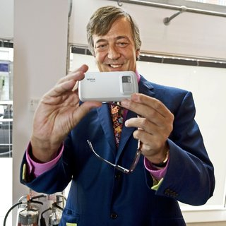 Nokia trots out Stephen Fry at N97 launch