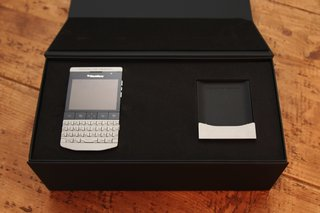 blackberry porsche design p 9981 image 13