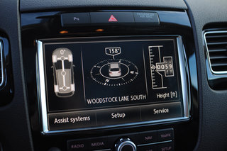 vw touareg 3 0 tdi with dynaudio sound system image 23