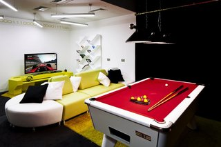 inside google london a park a coffee lab and nightclub style meeting rooms image 22