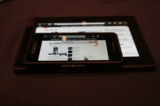 blackberry 10 dev alpha pictures and hands on image 3