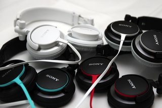 sony mdr v55 and zx600 look cool sound cool image 3