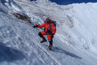 adventurer kenton cool climbs everest for his samsung hope relay video  image 1