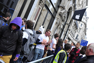 iphone 5 apple store queue pictures and people image 5
