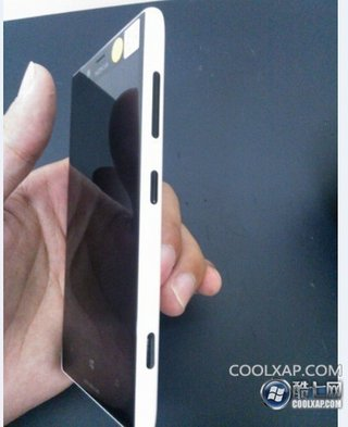 nokia lumia 820 live photos leaks doesn t match previous renders though image 4