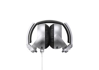 sony aims at the beats generation with its bass booming mdr xb910 headphones image 4
