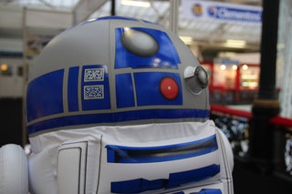 inflatable r2 d2 lets your ride your favourite droid image 5