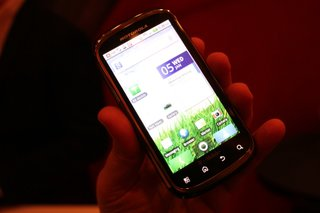 motorola cliq 2 hands on image 2