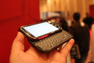 motorola cliq 2 hands on image 4