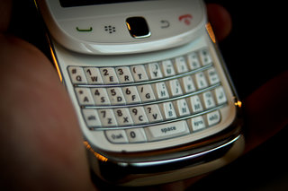 white blackberry torch hands on image 16