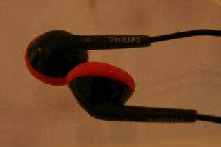 philips actionfit sports earphones hands on image 3