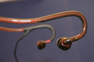 philips actionfit sports earphones hands on image 4