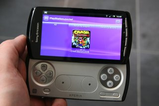sony ericsson xperia play the games  image 3