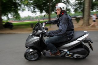 piaggio mp3 yourban lt hands on image 11