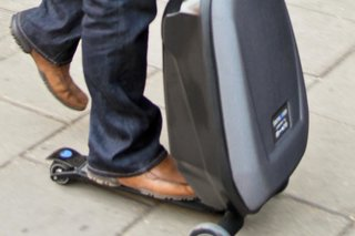 fly through the airport with samsonite scooter luggage image 12