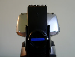 panasonic es rf41 4 blade wet and dry shaver hands on image 3
