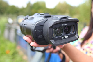 sony dev 5 video binoculars pictures and hands on image 3