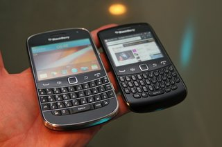 blackberry curve 9360 pictures and hands on image 14