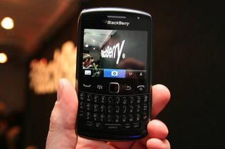 blackberry curve 9360 pictures and hands on image 7
