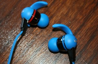 monster isport in ear headphones pictures and hands on image 2