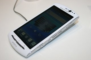 sony ericsson xperia neo v pictures and hands on image 2