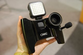 owle bubo the ultimate video cameraman case for the iphone 4 we go hands on image 3