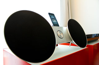 bang olufsen beosound 8 ipod iphone ipad dock hands on image 2