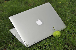 apple macbook air mid 2011 image 2