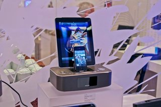 philips dc390 ipad and iphone dock charges both image 1