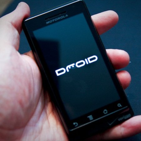 Who'll be selling the Motorola Droid in the UK?