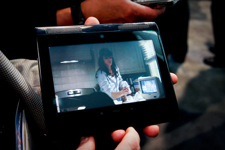 Innovative Converged Devices (ICD) Internet Tablet hands-on