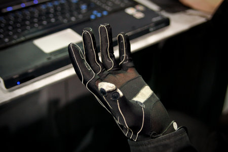"""Minority Report"" glove becomes reality"