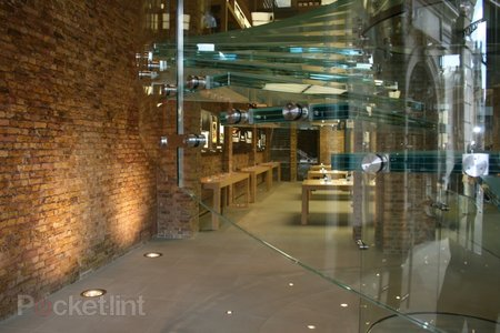 "Inside Apple's ""best ever"" store at Covent Garden - photo 4"