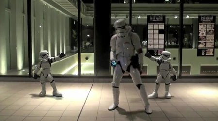 VIDEO: Singin' in the Rain - Stormtrooper edition