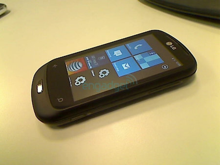 LG C900 Windows Phone 7 smartphone latest to break cover
