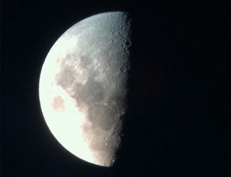iPhone 4: Telescope add-on flies you to the moon