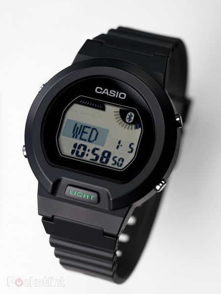 Casio Bluetooth watch lets you check your emails on your wrist