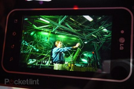 LG glasses-free 3D mobile phone screen hands-on