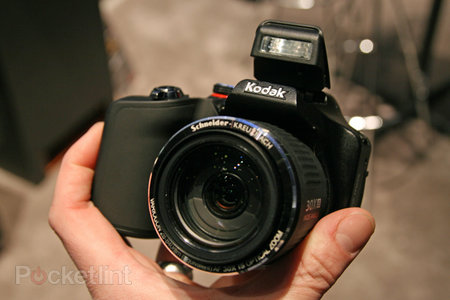 Kodak Easyshare Max offers 30x zoom, we go hands-on