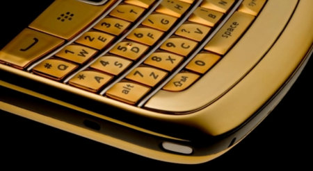 BlackBerry Bold 9780 going for gold