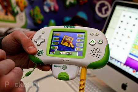 LeapFrog Leapster Explorer Camera & Video Recorder hands-on